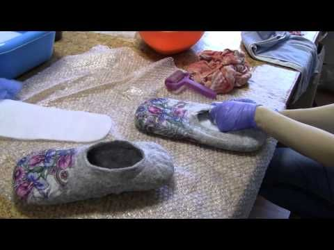 ВАЛЯНИЕ из ШЕРСТИ мастер класс | Felting Wool Tutorial: Slippers - YouTube