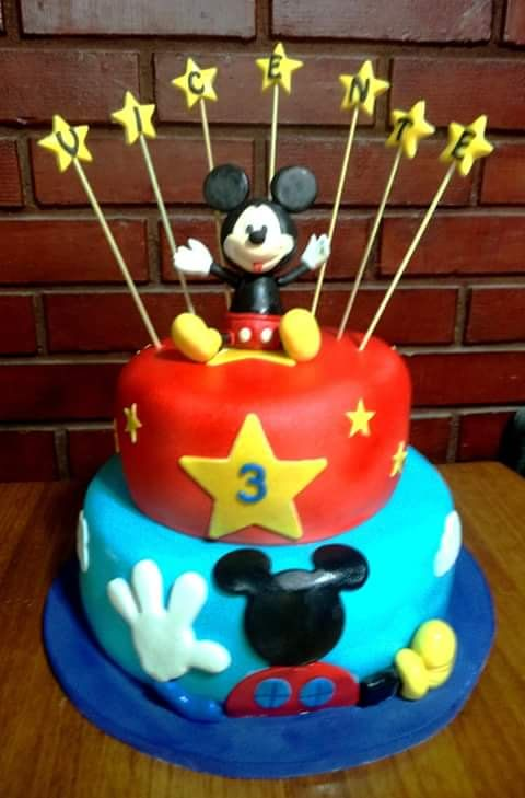 #MickeyMouse #fondant #cake by Volován Productos  #instacake #puq #Chile #VolovanProductos #Cakes #Cakestagram #SweetCake