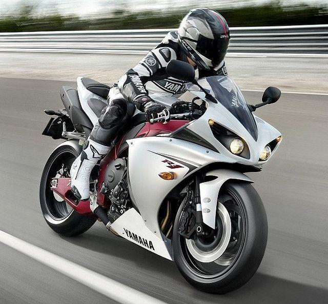 Yamaha R1 biker style.