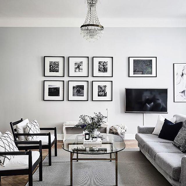 Tycker det är så snyggt med möbler mitt i rummet såhär! Jag sitter och har möbleringsabstinens här hemma nämligen .. Men letar inspo inför flytten ändå#interiordesign #homestyling #homestaging #interior #homedesign #dekor #design #grey #love #detaljer #decor #details #amazing #inspo #heminspiration #homedesign #instadaily #instagood #interiordecor #inredning123 #heminredning #heminspiration #home #inredningsblogg #inredningsinspiration #myhome #bed #mynordichome #mynordicroom