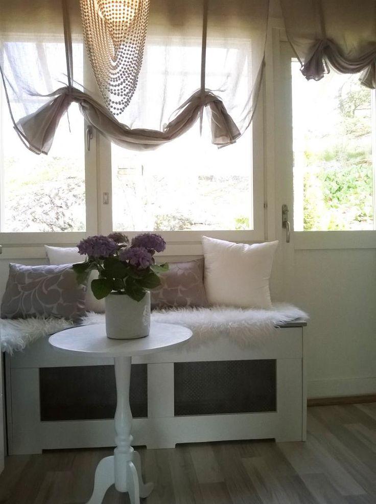 Diy bench in ktichen, white and gray