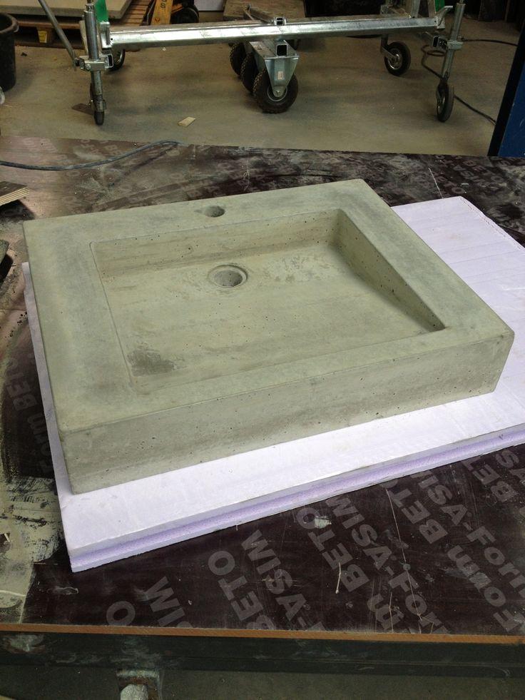 Betonnen wastafel met schuine zijde (Betonnen wastafels)