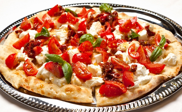 pizza pomodoro a crudo e basilico