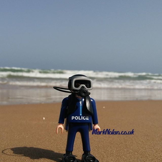 Is this the right place? #playmobil #police #policia #diver #beach