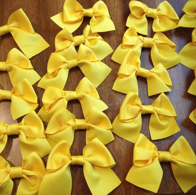 How to Make a Cheerleading Hair Bow: 13 Steps (with Pictures)
