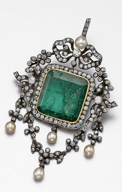 Emerald, diamond and pearl pendant-brooch, circa 1900. Designed as flexible garlands set with small old-mine diamonds supported by a bow at the top, centring a square emerald-cut emerald within a frame of old-mine diamonds, further decorated with 5 pearls, mounted in gold and silver. With fitted case.