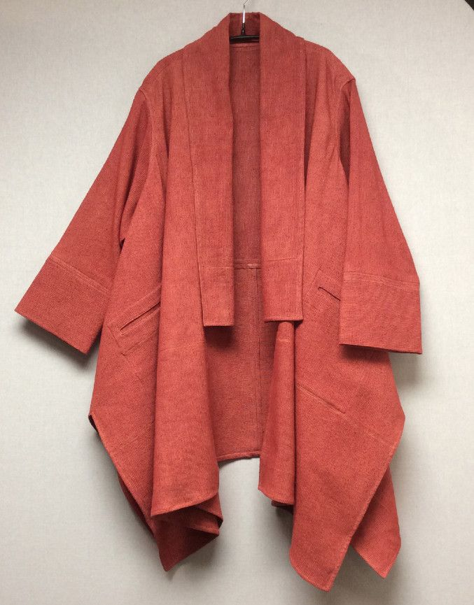 A kimono jacket or 'haorie' is a jacket worn over a kimono. It is used to protect your kimono from dust and to keep you warm during colder months. It is also worn as a jacket for more formal occasions.