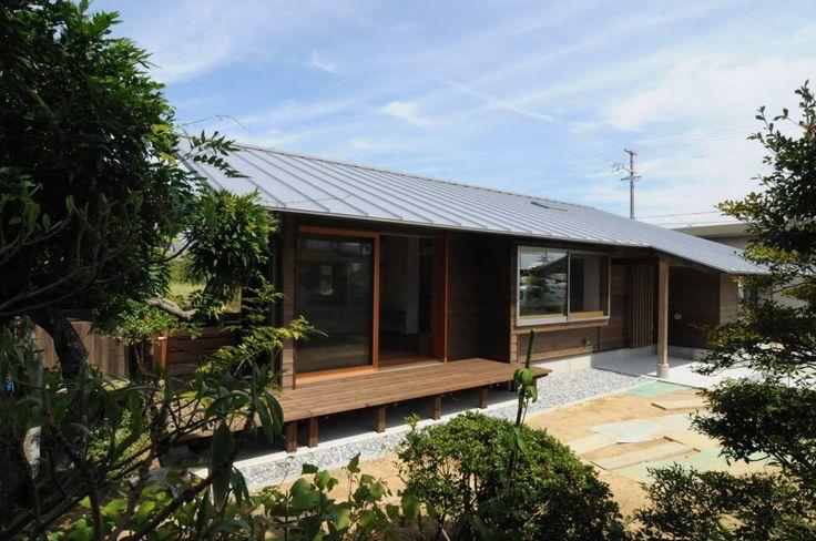 今回紹介したいのは平屋の建物。それは加藤武志建築設計室が手がけた建物です。建てられた家には心地良い広がりが生まれ、気持の…