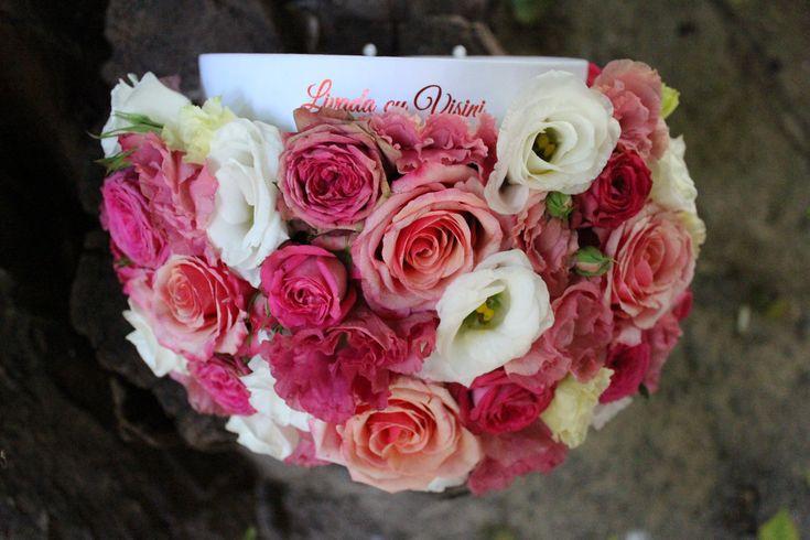#flowers #box #flowersbox #flowersinabox #gift #sayitwithflowers #madewithjoy #madewithlove #paulamoldovan #livadacuvisini #flori #evenimente #candybar #bucuresti ##bucharest #florist #pink #roz #trandafiri  #roses # #white #eustoma  #cutie #flori #cutiecuflori #floriincutie #cutieflori #cadou