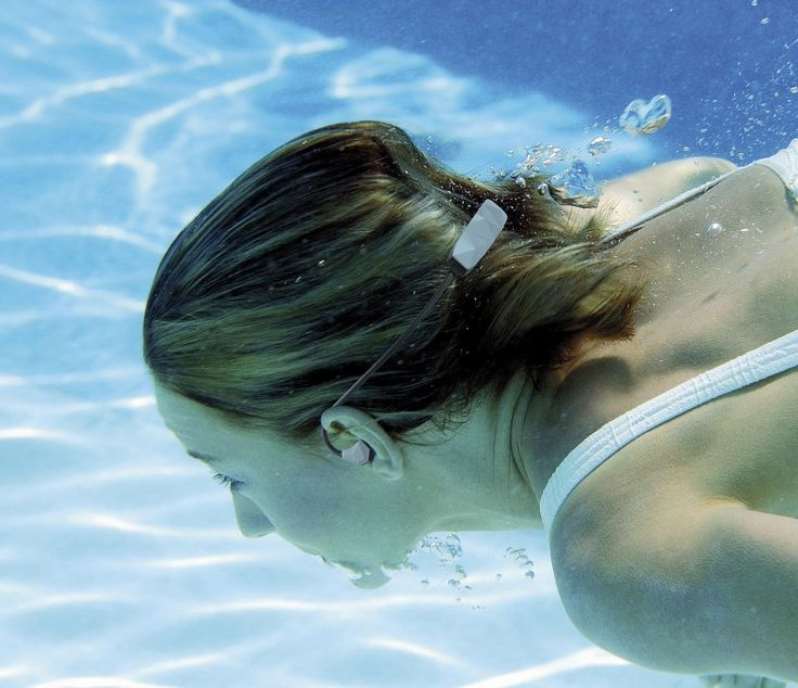 Ce casque Bluetooth par Auvisio est non seulement d'une haute qualité sonore, mais également étanche à un point permettant de l'utiliser pour la natation.