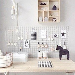 Sylvia Broekhof @sylslifestyle on Instagram photos Interieur/ zwart / wit / hout / styling / man / 3 zoons /diy shop @sylslifestyle.shop /... - igbox