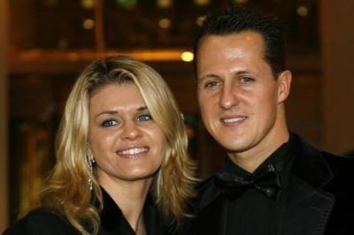 Michael Schumacher zou tekenen van ontwaken geven en diens vrouw Corinna laat in hun huis aan het meer van Geneve een medische suite bouwen.