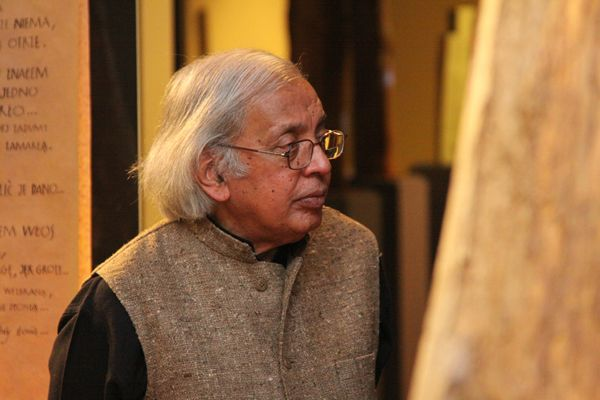 Ashok Vajapeyi, the Hindi poet who was awarded the Sahitya Akademi Award given by Sahitya Akademi,in 1994 has returned his award.