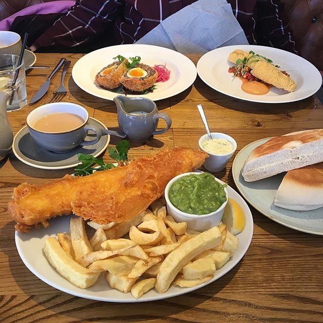 Proper northern grub #fishandchips #scotchegg #stottie #mushypeas #tea 😋😋😋