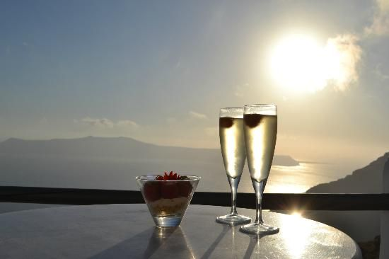SUN ROCKS Hotel Santorini | Our View