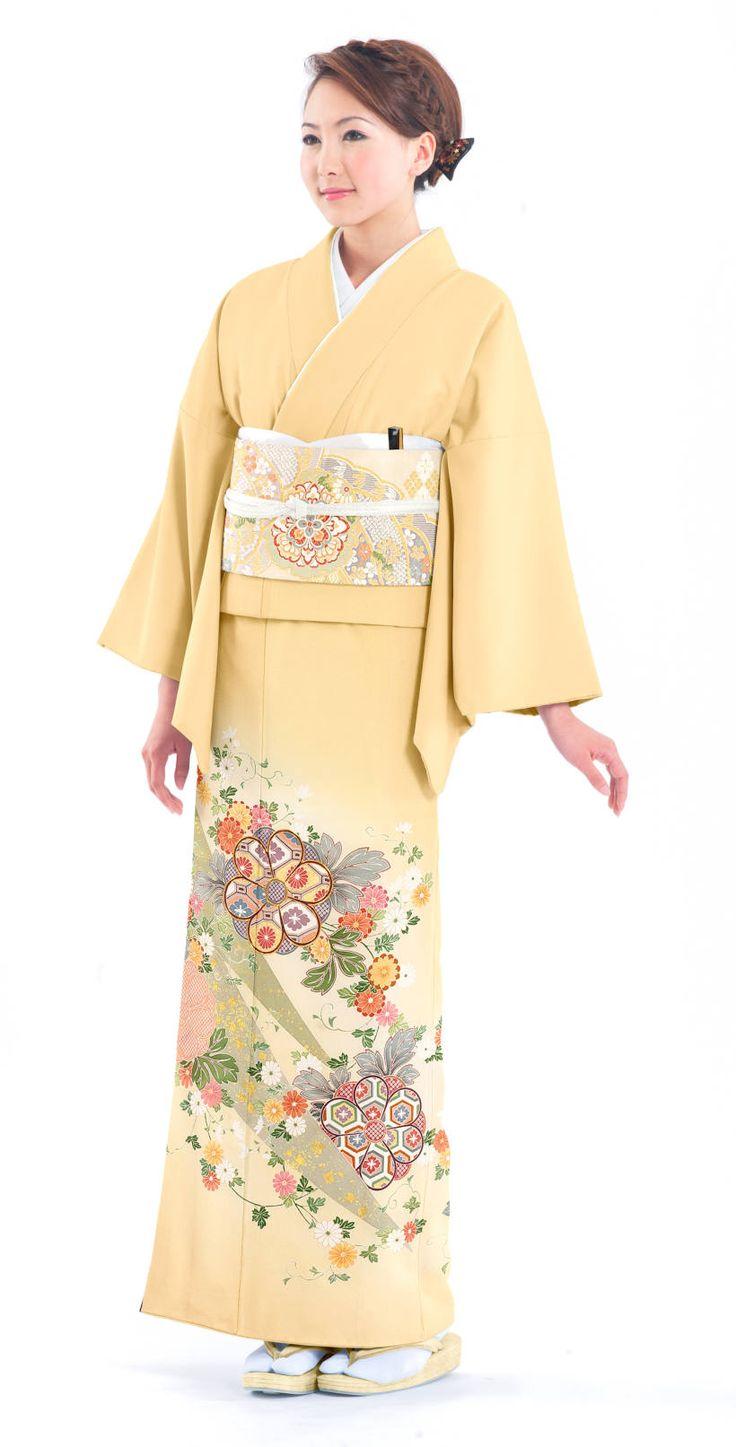柔らかい雰囲気の黄色の色留袖。結婚式の参考にしたい留袖♡素敵な留袖でウェディング・ブライダルに列席♪