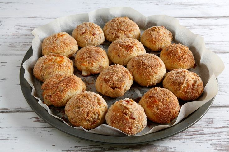 Soffici, fragranti e filanti. La ricetta delle polpette di formaggio al forno è da provare! Facili da preparare e gustose.