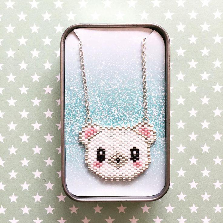 Collier ours blanc  ❄️ #brickstitch #miyukibeads #collier #bijoux #diy #handmade #bear #polarbear #oursblanc #kawaii #japanexpo #tissagedeperles #lesbijouxacidules #jenfiledesperlesetjassume #motiflba