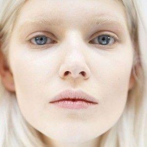 Sprancene albite, noua tendinta in machiajul de toamna-iarna 2014-2015[…]