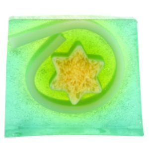 A deliciously scented Lime and Kiwi soap made with a cocktail of get up and party citrus oils to help stimulate and energise you for the long night ahead   A fresh, juicy cocktail of zesty limes, kiwis and crisp apples, Leading to a peaches & cream heart with floral accents of lily and jasmin, finishing with soft vanilla and musk.