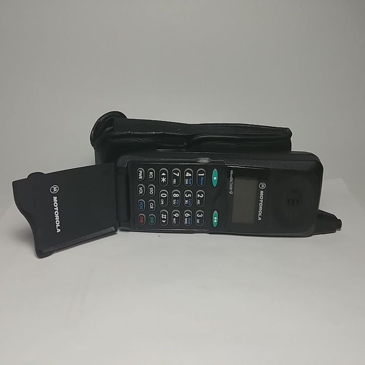 Vintage Motorola MicroTAC 650 Flip Cell Phone with Battery and Case - Untested