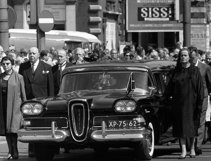 1959 EDSEL HEARSE - NYC ITALIAN MAFIA CRIME BOSS FUNERAL - FAMILY WALKS ALONGSIDE HEARSE