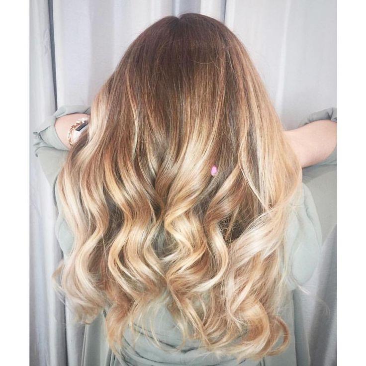 Warm blonde hair, hair painting, balayage, pretty curls, long hair