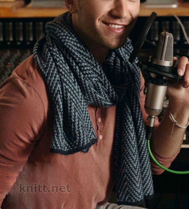 Вязаный мужской шарф выполнен из мягкой и теплой пряжи в состав которой входит шерсть и шелк. Стильный и модный вязаный спицами шарф станет .