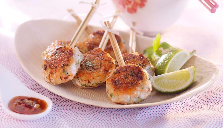 Disse fiskekakene er så spennende at du vil lage dem til både middag, tapas og turmat. Du kan gi fiskekakene din egen vri ved å bytte ut noen av urtene og grønnsakene.