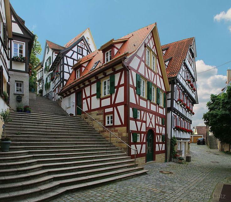 Aufstieg zur Stiftskirche St. Marien über den Fachwerkhäusern der Herrenberger Altstadt