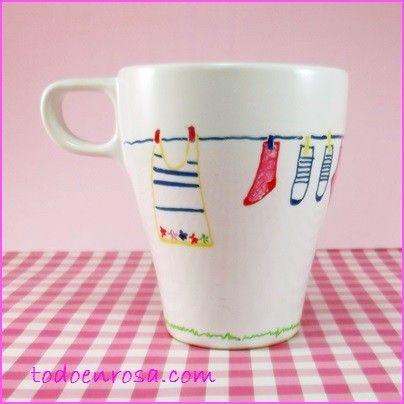 Taza decorada a mano, diseño exclusivo. Se puede lavar en el lavavajillas a temperatura baja. Hecho en España