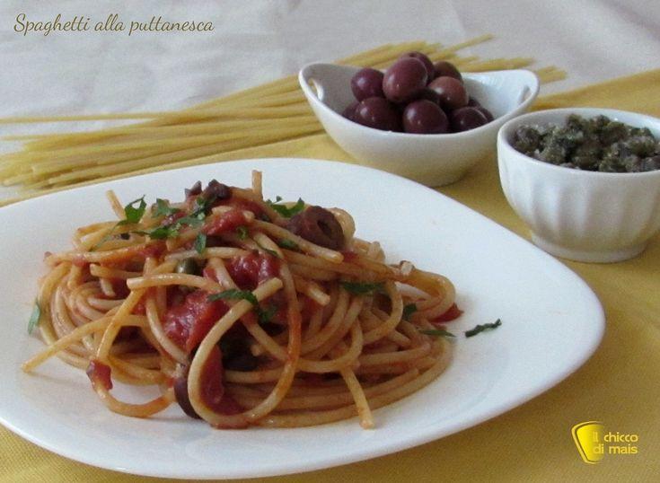 SPAGHETTI ALLA PUTTANESCA #pasta #spaghetti #puttanesca #italian #italy #italianfood #italianrecipe #foodporn #ricetta #recipe #ilchiccodimais http://blog.giallozafferano.it/ilchiccodimais/spaghetti-alla-puttanesca-ricetta-campana/