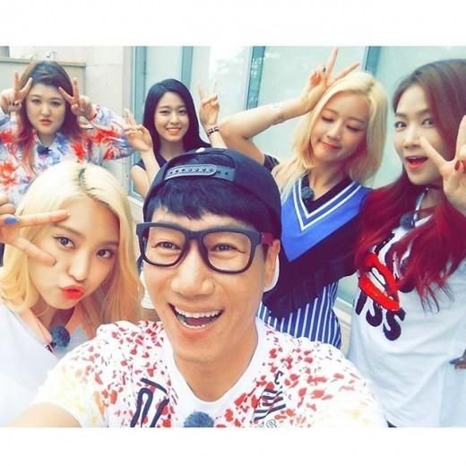 Ji Suk Jin Shares A Photo Taken With With Female Celebrities While Shooting 'Running Man' - http://imkpop.com/ji-suk-jin-shares-a-photo-taken-with-with-female-celebrities-while-shooting-running-man/