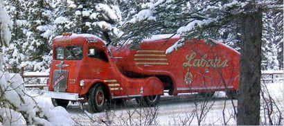 Labatt's Streamliner (1936) by Count Alexis de Sakhnoffsky and Vicktor Schreckengost.