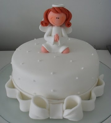 Oh how cute is the Angel.  First communion cake i see with one