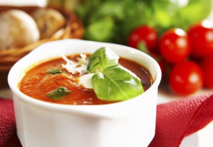 Reteta vegetariana de toamna - supa rece de rosii cu busuioc!  http://tabu.realitatea.net/reteta-vegetariana-de-toamna-supa-rece-de-rosii-cu-busuioc/
