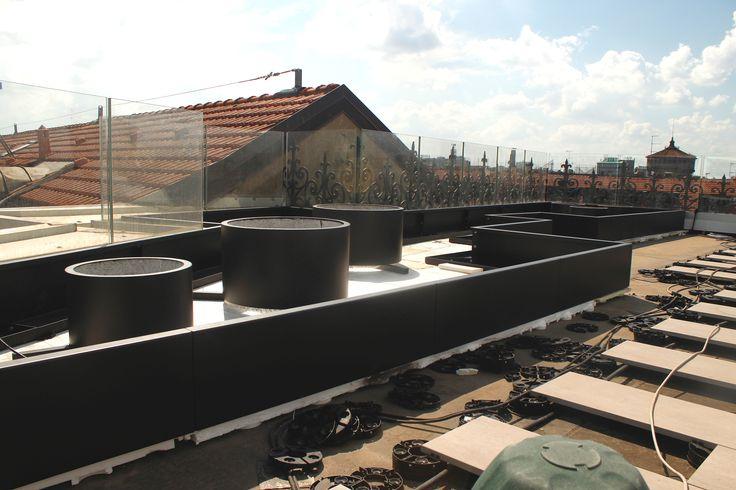 Installazione del Verde pensile con struttura in acciaio verniciato per esterni e superficie drenante