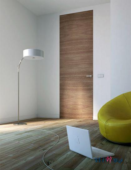PIU Design: wysokie drzwi wykończone fornirem, wykonane w technologii Aluminium Design