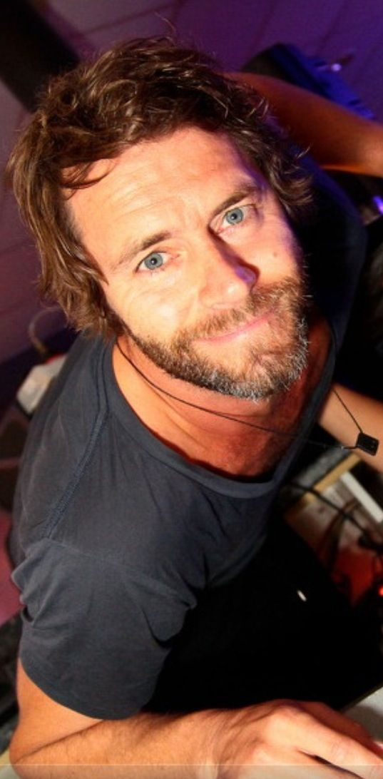 Original message; Howard Donald has the kindest eyes x My message: What the hell? #bebae4bowie