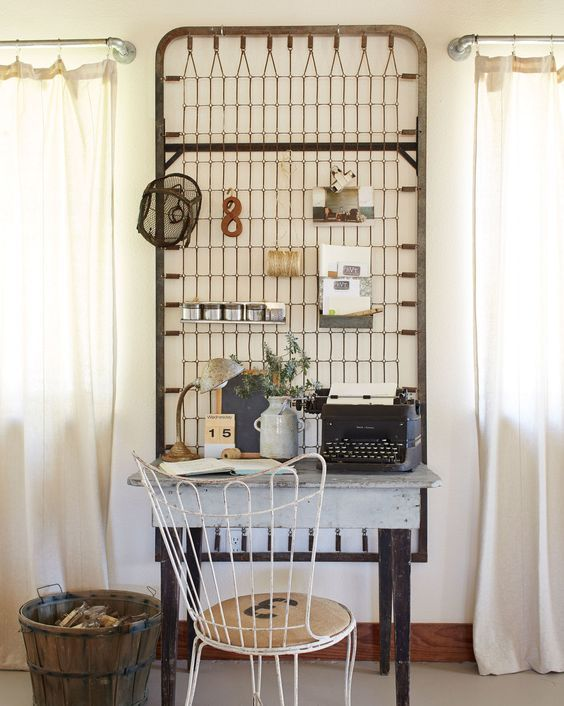 What a fun memo board idea - an old bed spring!
