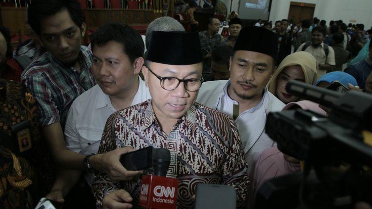 Peringati Mosi Integral Natsir Ketua MPR: Tidak Mungkin Ulama Mau Ganti NKRI  Ketua MPR Zulkifli Hasan di hadapan awak media usai Seminar Nasional Memperingati Mosi Integral Natsir Sabtu (5/8/2017) di Gedung Merdeka Jl Asia Afrika Bandung Jawa Barat. (Foto: MNM/Salam-Online)  BANDUNG (SALAM-ONLINE): Lahirnya Negara Kesatuan Republik Indonesia (NKRI) pada 17 Agustus 1950 paska terpecahnya Indonesia Republik Indonesia Serikat (RIS) tidak bisa dilepaskan dari peran Tokoh Islam sekaligus Tokoh…