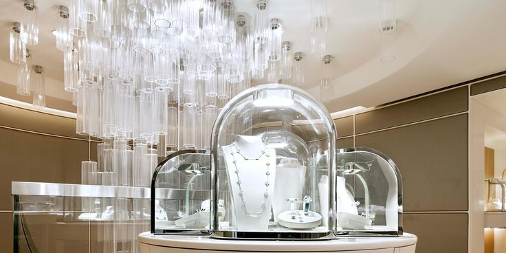 Leucos #Ether by Patrick Jouin: project for Van Cleef & Arpels, Hong Kong – China. Credit: Nakasa & Partners Inc #Leucoslovablelamps #Leucosproject #cascade #blownglass #lightingdesign #China #HongKong #jewelry