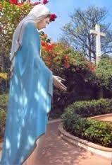 Santuário Santa Terezinha - Oração: Maria nossa Mãe - Maria Passa na frente
