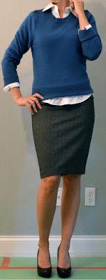Messaggi Outfit: abito postale: maglione blu, pulsante bianco in basso, gonna a matita grigia