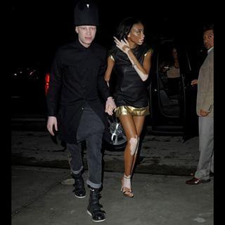 Além disso, aquela noite em que ela e o modelo Shaun Ross, que tem albinismo, foram vistos juntos de mãos dadas.   19 vezes em que essa modelo com vitiligo alegrou nossa vida