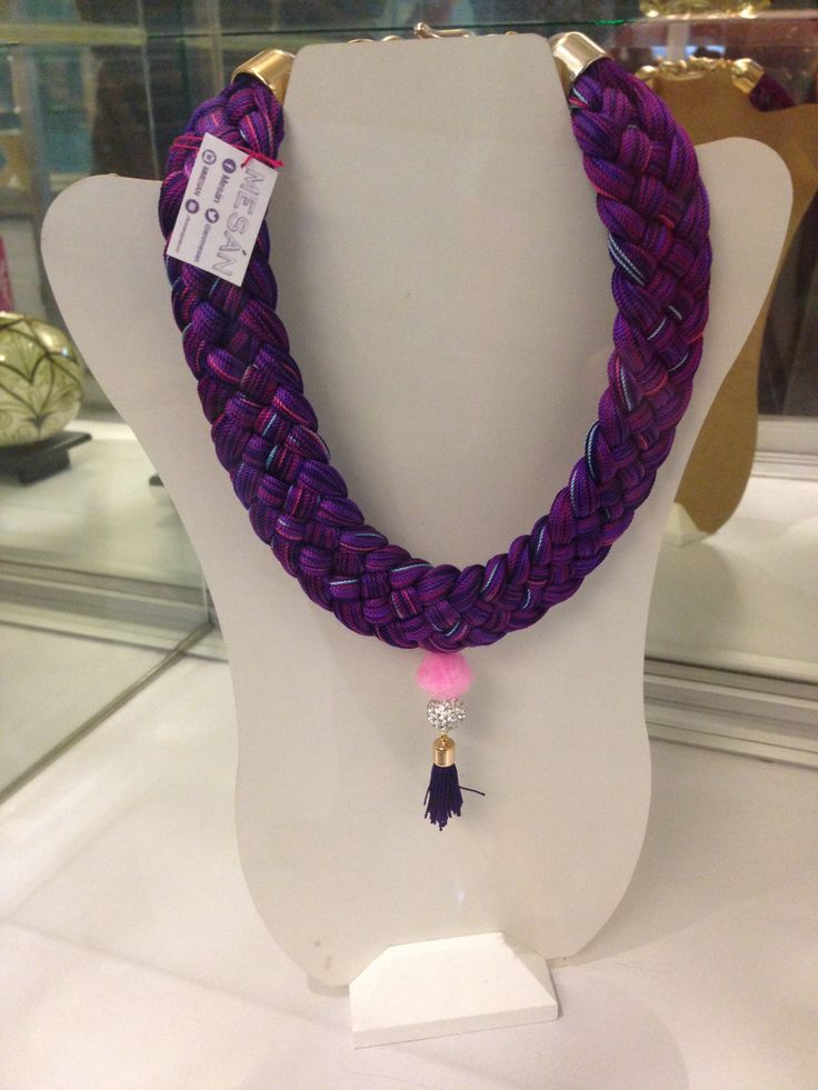 Mesán es una línea de accesorios, en su mayoría collares y pulseras todas hecha a mano e inspiradas totalmente en México, y ahora en Puebla con su renombrada talavera.