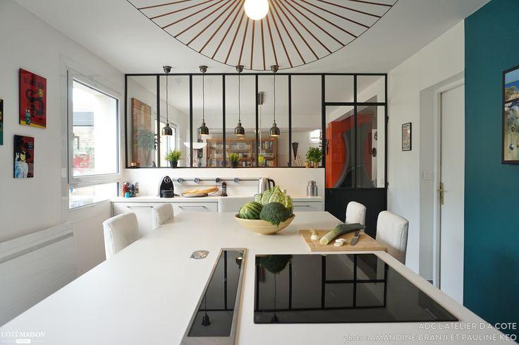 Une cuisine modernisée avec une verrière noire en bonus !