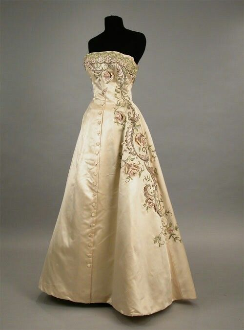 I love the embroidered detail on this dress...