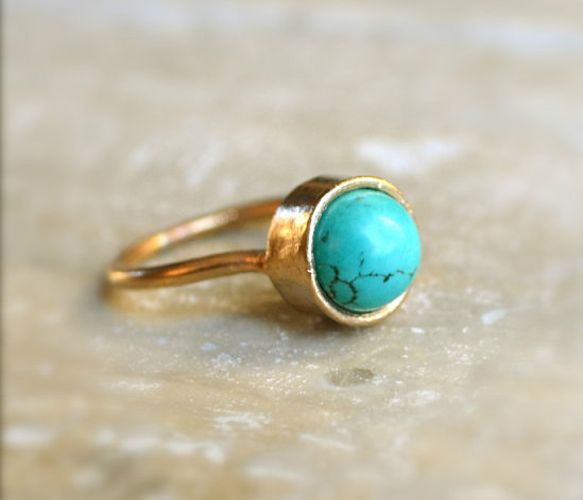 Turquoise Gold Ring. the loveliness that is turquoise in the simplest of shapes.