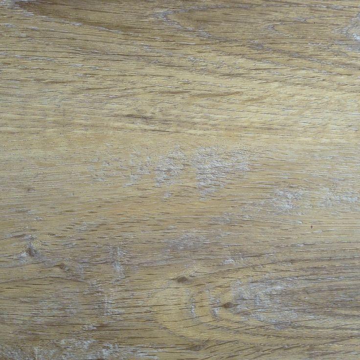 013B Smoked Oak White -  Licht eiken vloer met een grijze tinten. Door de warme uitstraling geschikt bij een donker, grijs of wit interieur.